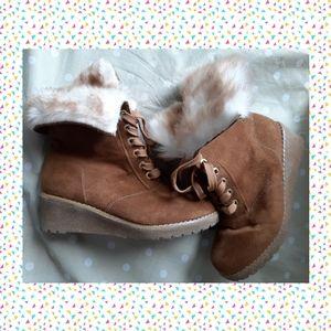 💁♀️ NWOT Michael Kors girls wedge boots -  fancy